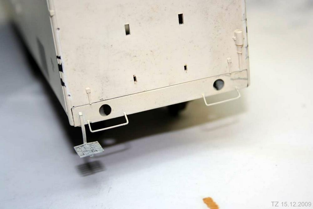 Die Pufferbohle wurde weiß lackiert und anschließend mit Airbrushfarben an das leicht vergilbte Gehäuse angepasst.