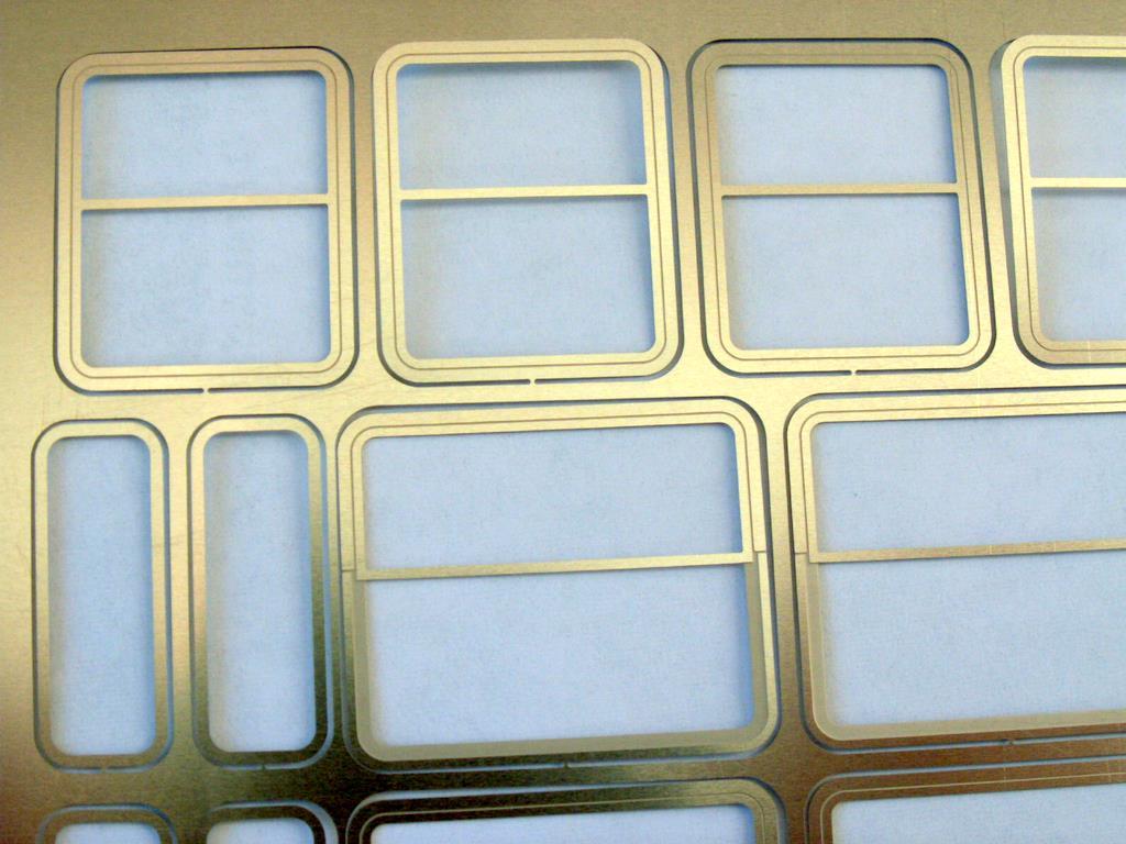 Entstehung der Fenstereinsätze für Rivarossi Wagen - Spur Null Magazin