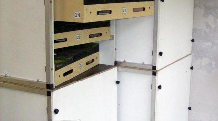 Die Transportcontainer für jeweils 10 Module