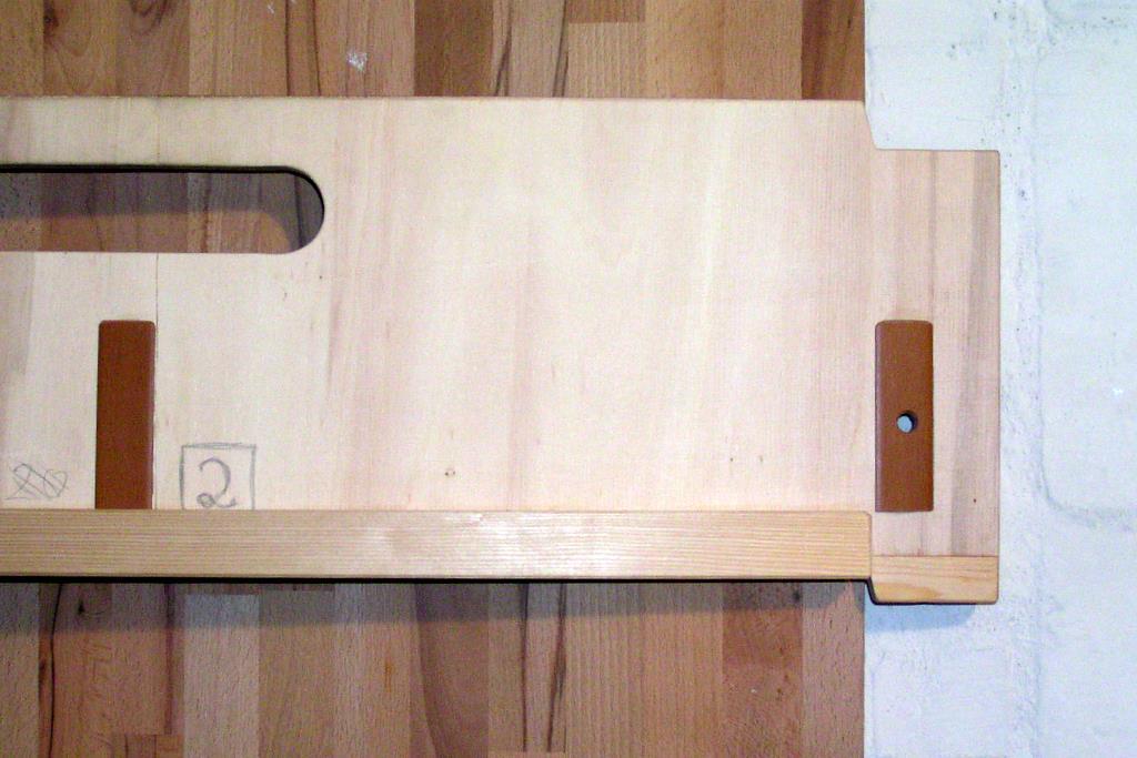 Transportplatte von innen, unten die Leiste gegen Verrutschen in Längsrichtung