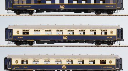 Der fünfteilige Orient Express mit zwei Salonwagen, einem Dining-Car, einem Schlafwagen und einem Packwagen.