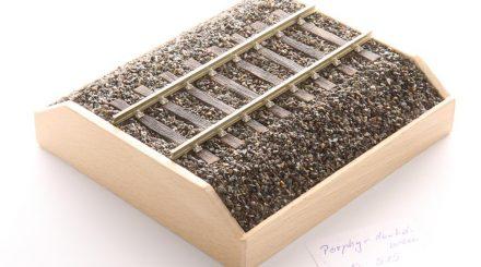 Spurenwelten Demostück mit Schotter Porphyr dunkelbraun