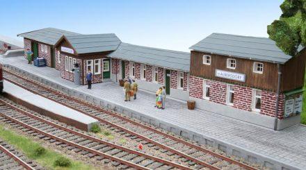 Klein Albersdorf: Ein kompletter Bahnhof ohne Bausätze