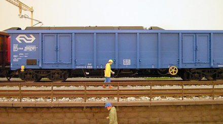 Die Wagen kommen in vier Lackierungsvarianten internationaler Bahngesellschaften