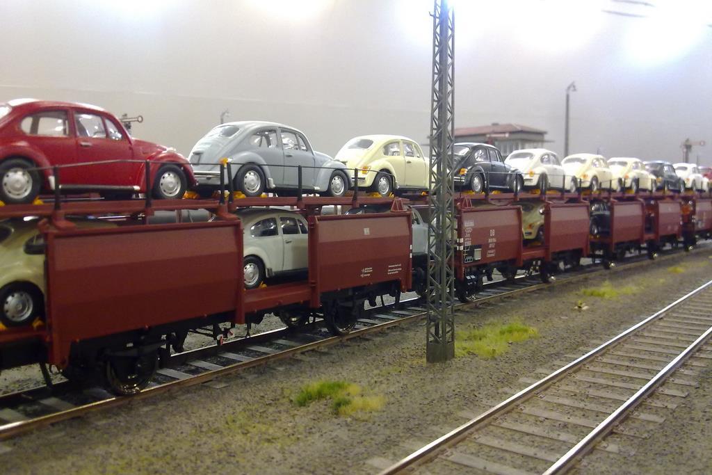 Die farblich angepassten Automodelle ergeben ein geschlossenes Bild.