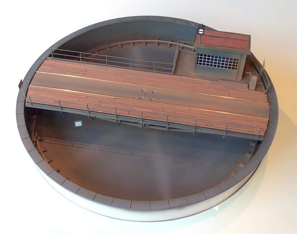 16-Meter Drehscheibe aus gefrästen Kunststoff- und Metallteilen