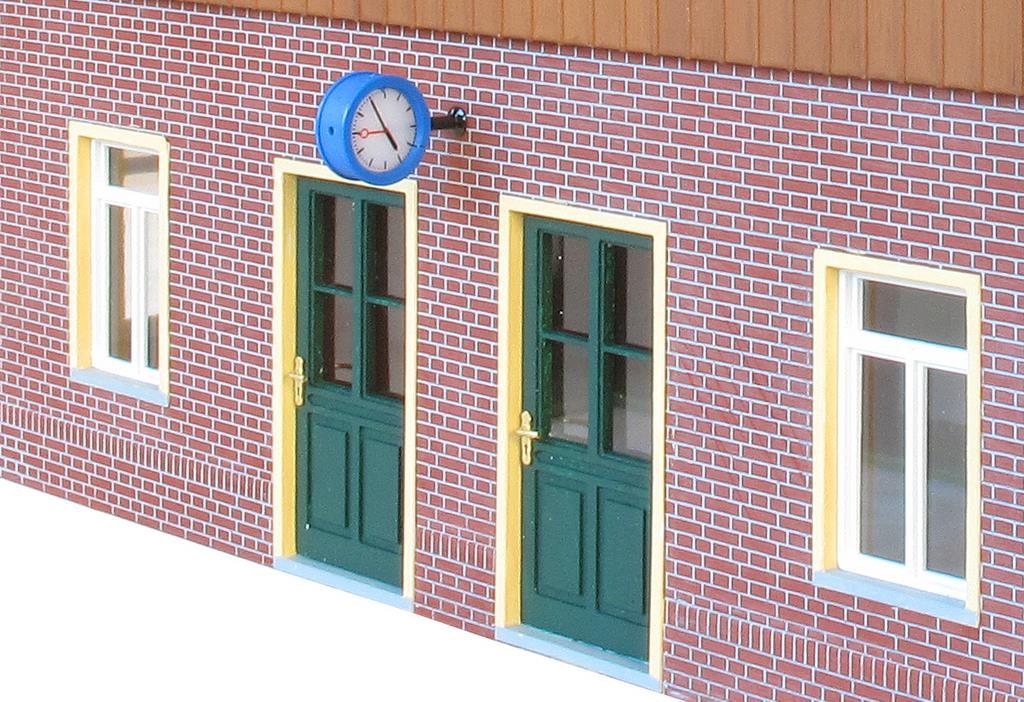 Frontseite des Bahnhofesq