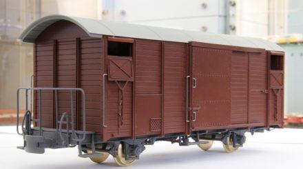 Der gedeckte Güterwagen Gbk-v ist das erste Modell aus der Spritzgussform