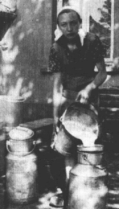 Bäuerin mit Milchkannen