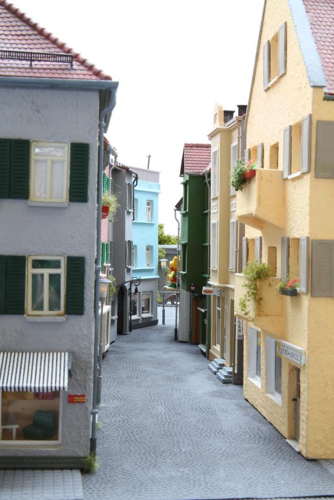 Selbstgebaute Stadthäuser auf der Hafenanlage