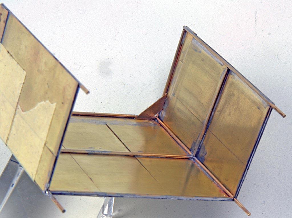 Blick von unten auf die Seiten und Rückwand mit den Dachwinkeln