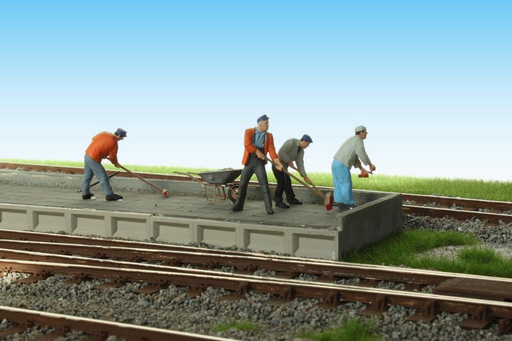 Letzte Arbeiten am neuen Bahnsteig von Quasseldorf.