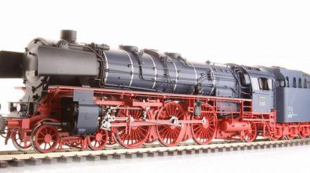 Baureihe 01.10 in der eleganten stahlblauen Lackierung der F-Züge der 50er Jahre