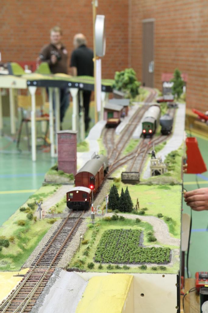 Im Albersdorf wird der Güterzug zur Abholung vorbereitet.