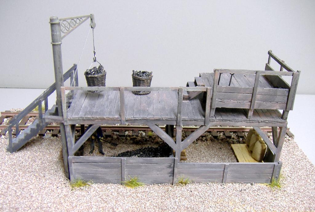 Die zusätzliche Bühne macht die Bekohlung für mehrere Loktypen geeignet.