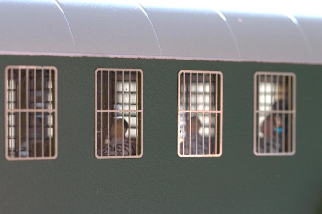 Wenn man sich die öffentliche Einsteige-Szene am Bahnhof vorstellt, kann man den Gerichtsbeschluss gut verstehen.