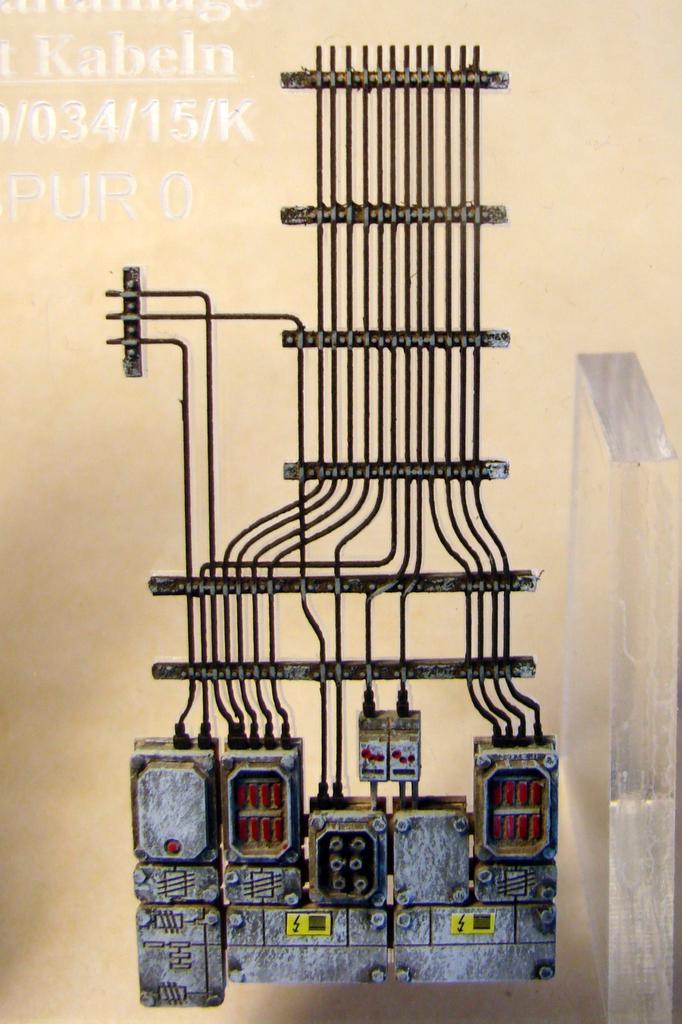 Schaltanlage mit Kabeln von Stangel