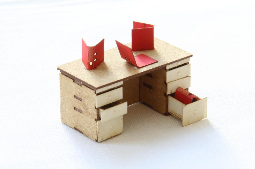 garage schreibtisch von b nnig spur null magazin. Black Bedroom Furniture Sets. Home Design Ideas