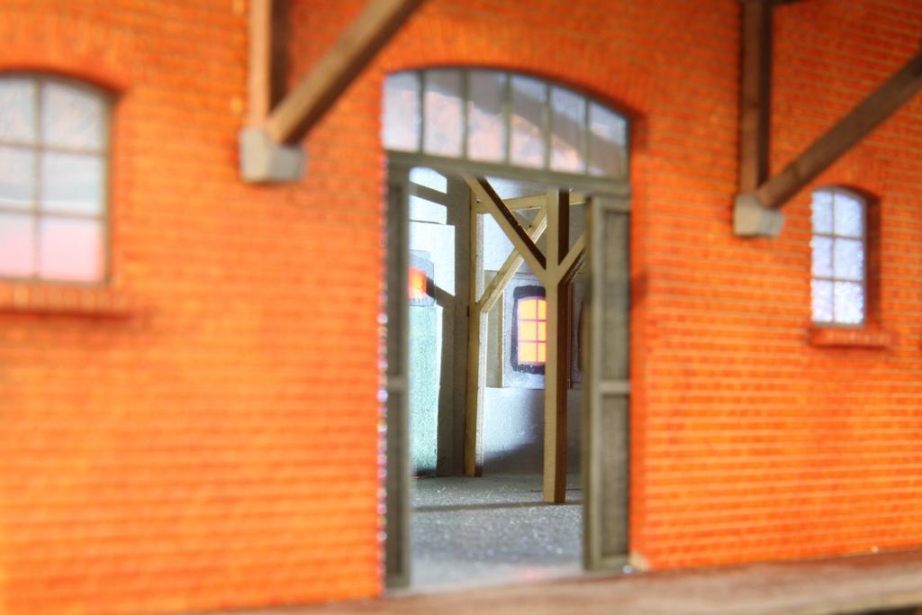 Auch innen im Güterschuppen sind Stützen und Dachkonstruktion gestaltet