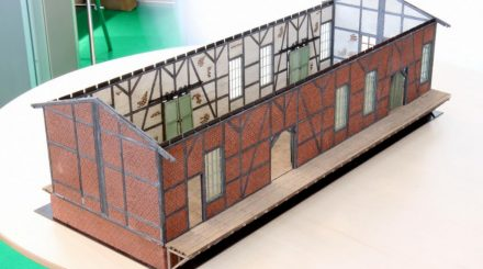 Güterschuppen mit gestalteten Innen- und Außenwänden
