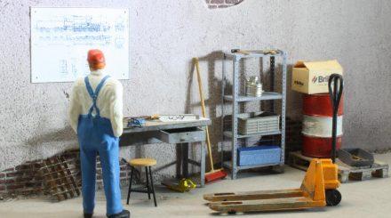 Thomas Zube zeigt in Heft 13 den Zusammenbau der Werkbank von Petau - samt Detaillierung