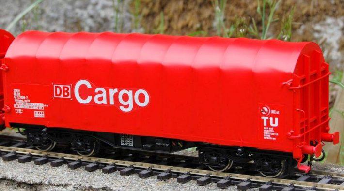 Den Schwerlastwagen Shimms mit Planendach gibt es für vier Bahngesellschaften