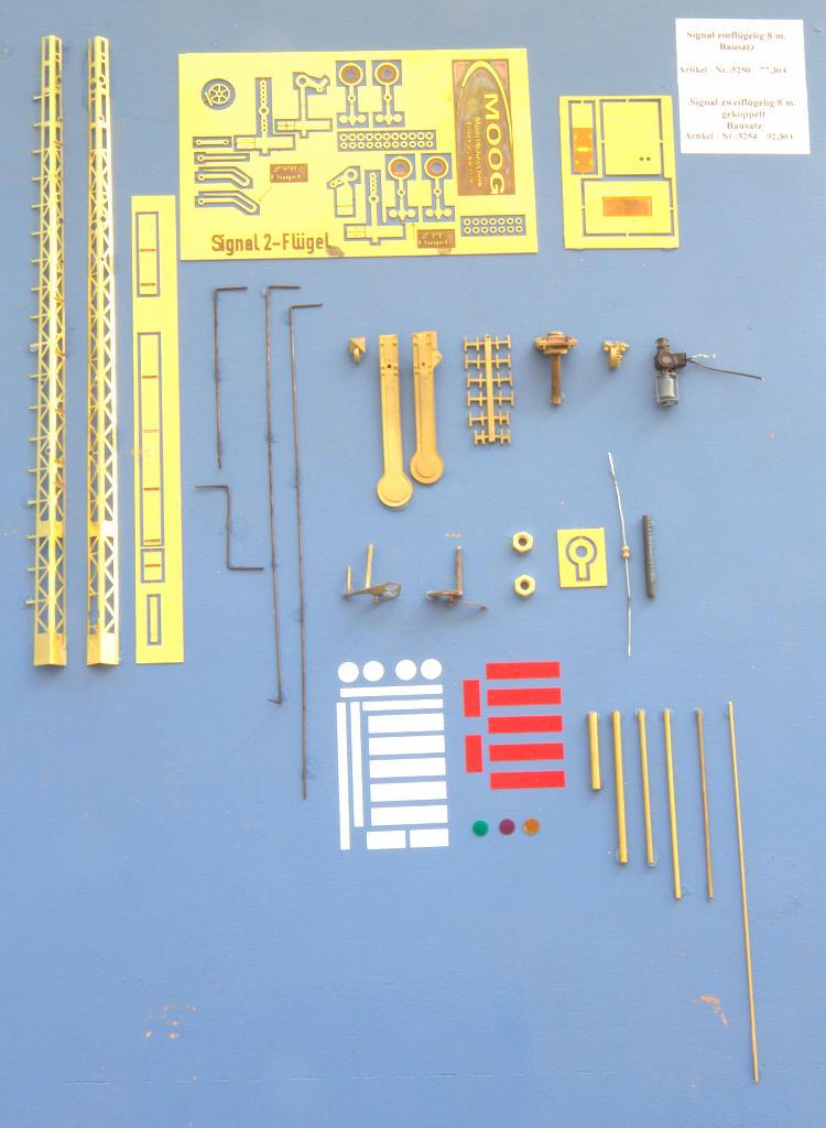Bausatzteile des zweiflügeligen Signals