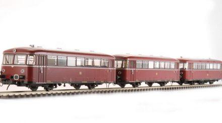 Die dreiteilige Schienenbus Garnitur von Lenz