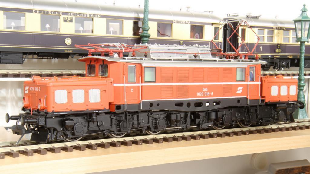 E 94 in jaffa-orange der ÖBB. Auch eine grüne Version wird kommen.