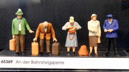 Preiser: An der Bahnsteigsperre