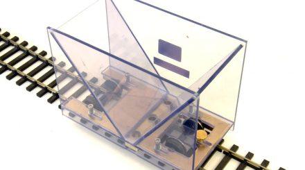 Schotterboy aus Acryl mit Messingfahrwerk und einstellbarer Dosierung