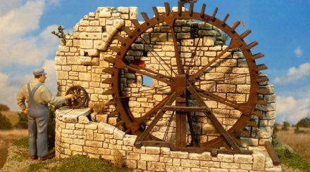 Mühlrad-Denkmal mit Mauer und Mühlrad aus Stahl
