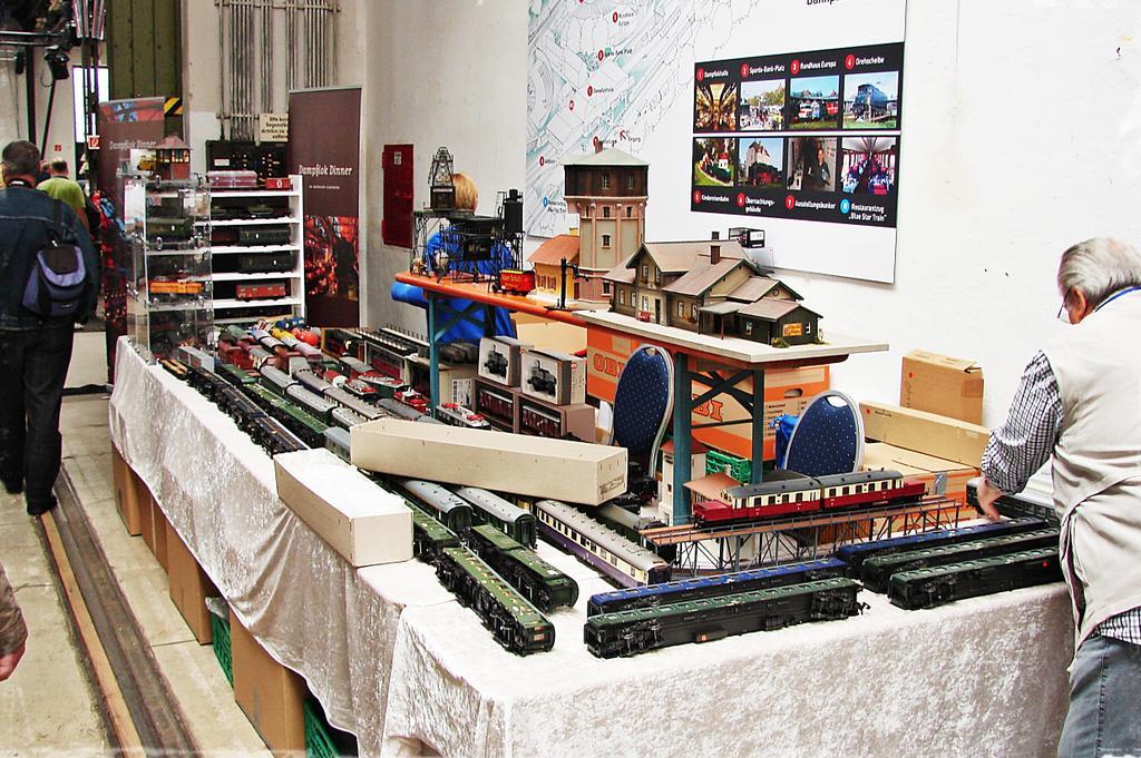 Verkaufsstand für gebrauchte Modelle. Foto: Thomas Krüger