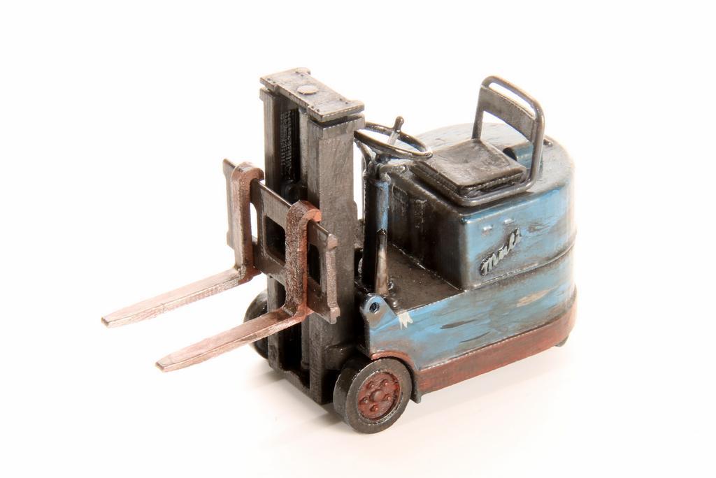Gabelstapler als Vorserie im 3D Druck, montiert, lackiert und gealtert.