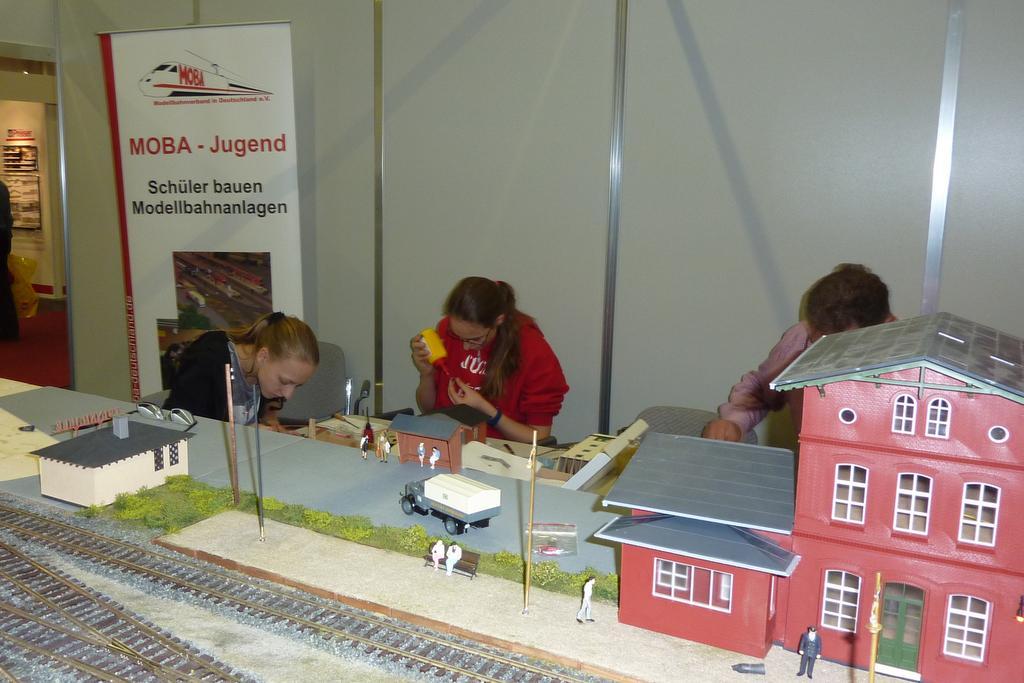 Spur 0 is wonderful: Gebaut wird auch auf der Messe. Foto: Helmut Liedtke