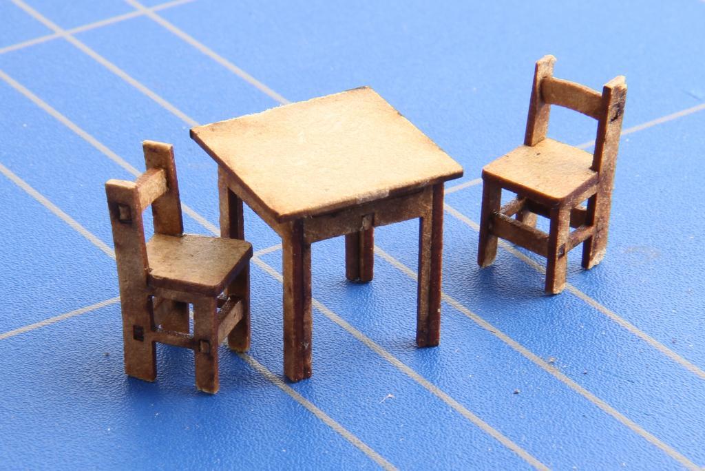 Tisch und Stühle in Heft 20