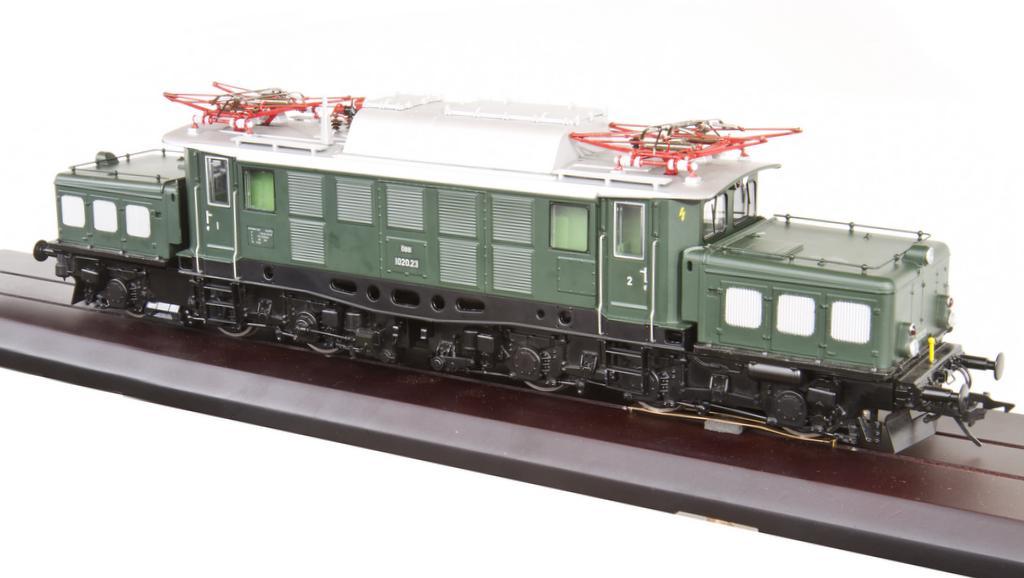 Baureihe 1020 der ÖBB in tannengrün