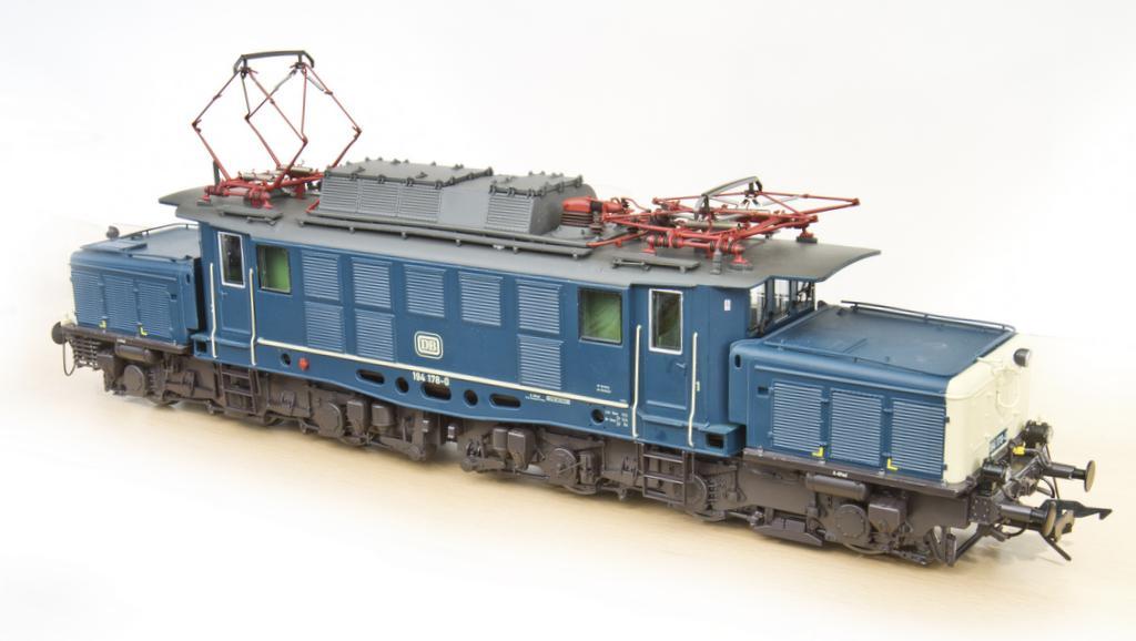 BR 194 in ozeanblau-beige