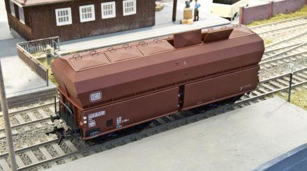 Schüttgutwagen Tad-u 961 mit Deckeln