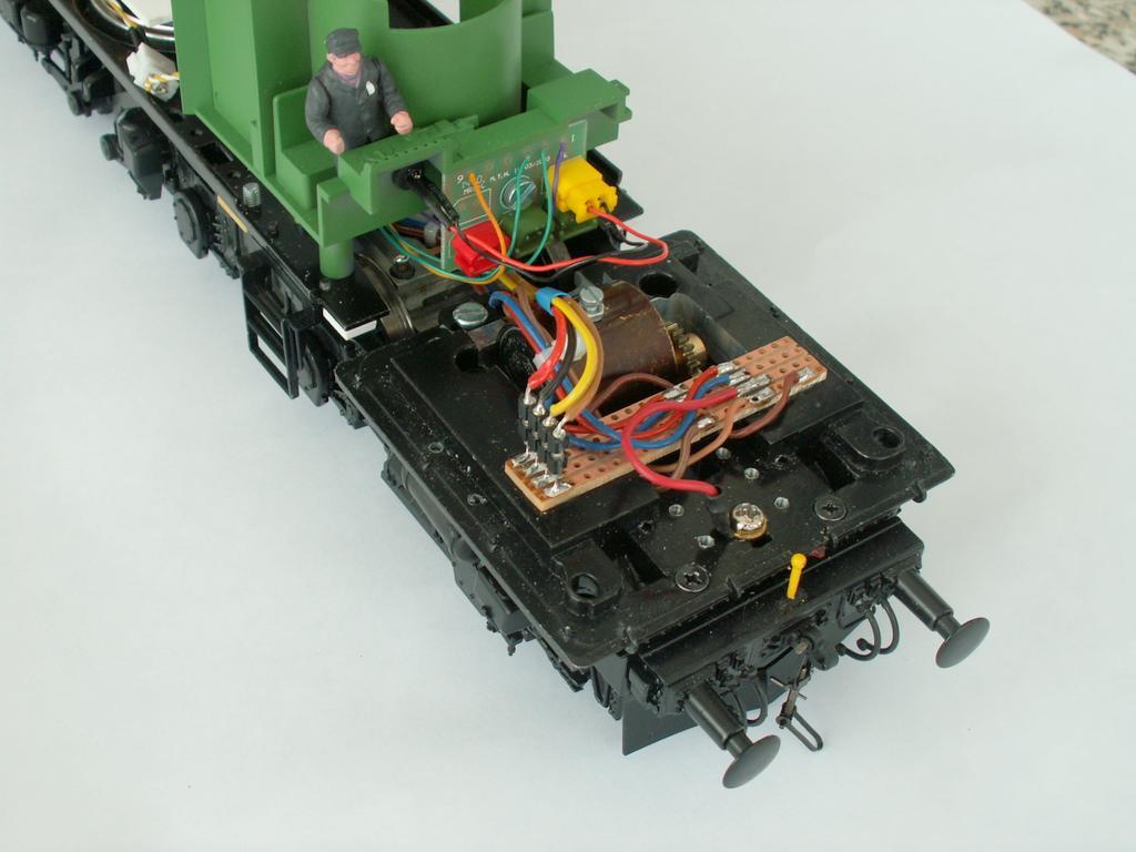 Eingebautes Drehgestell plus Verkabelungvorschlag der Antriebe