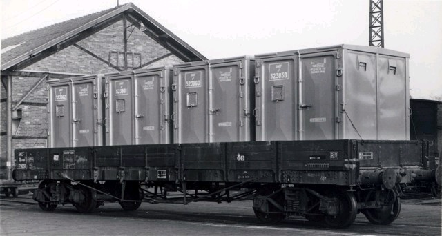 Flachwagen mit Containern