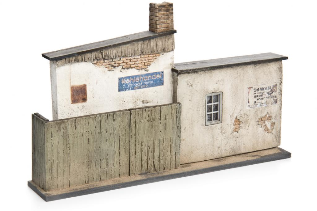 Hintergrundfassade Kleine Werkstatt mit Anbau