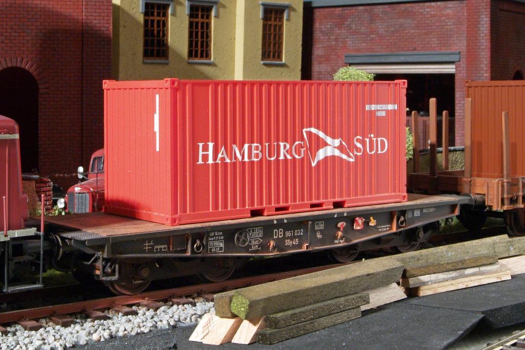 Spur Null Container Hamburg Süd. Foto: Matthias Zahn