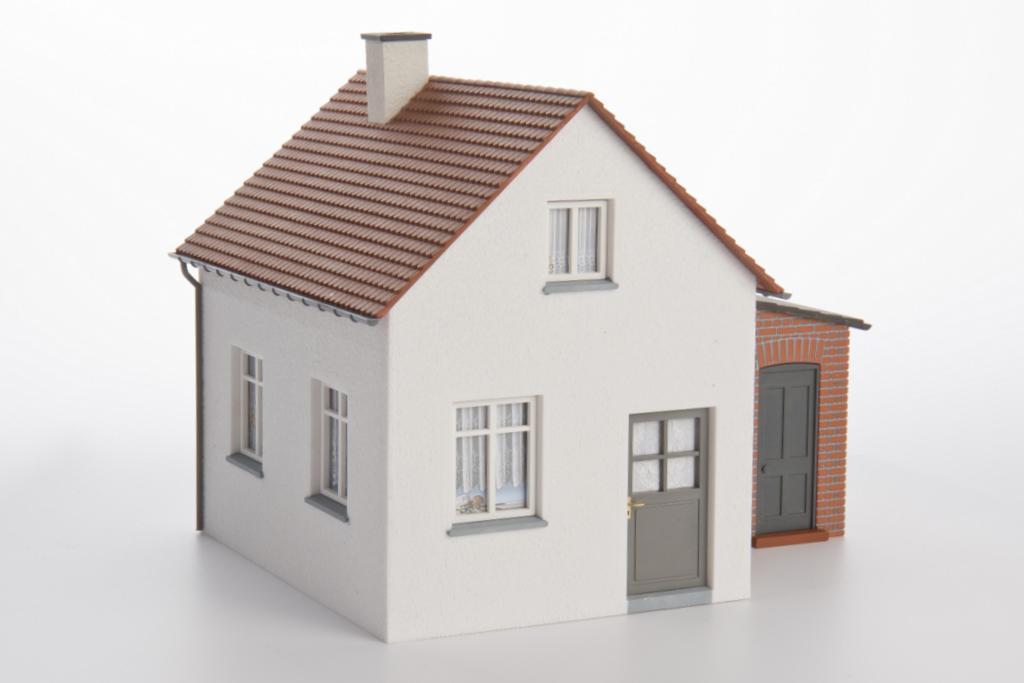 Addie Siedlungshaus mit Nebengebäude
