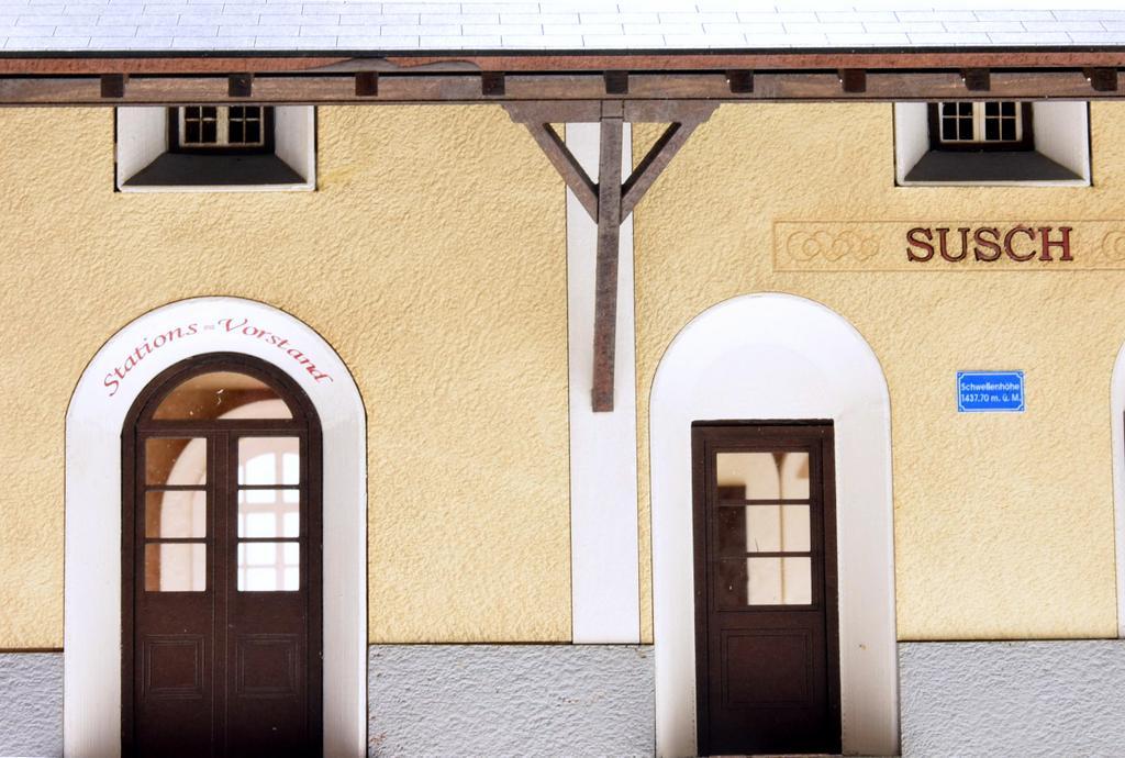 Bahnhof Susch Fassadendetail