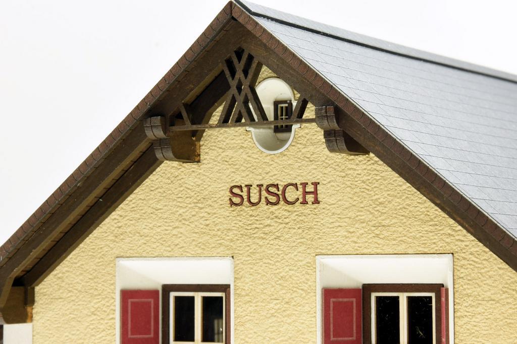 Bahnhof Susch Giebel