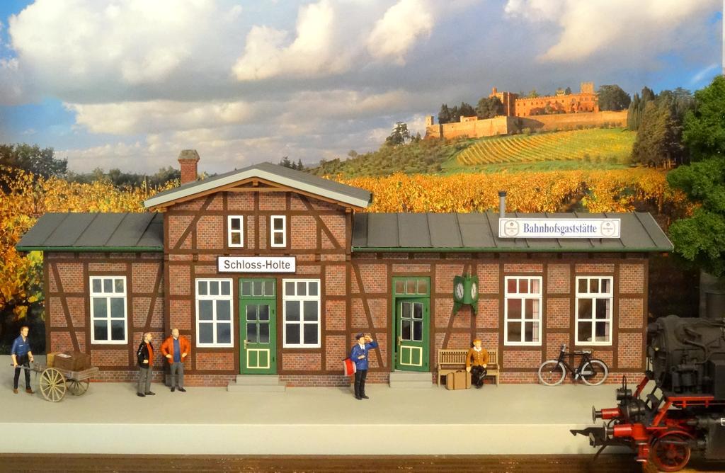 Bahnhof Schloss-Holte mit Gaststättenanbau