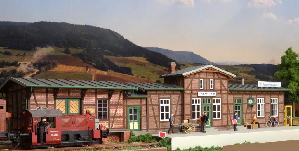Real Modell Bahnhof Schloss-Holte Güterschuppen und Gaststätte