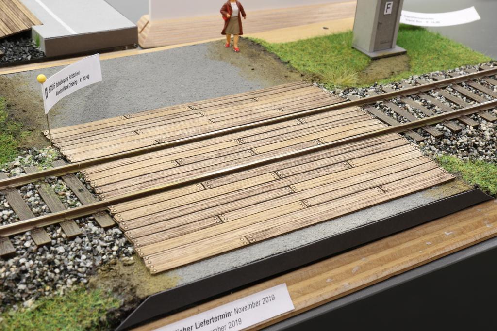Noch Bahnübergang Holzbohlen