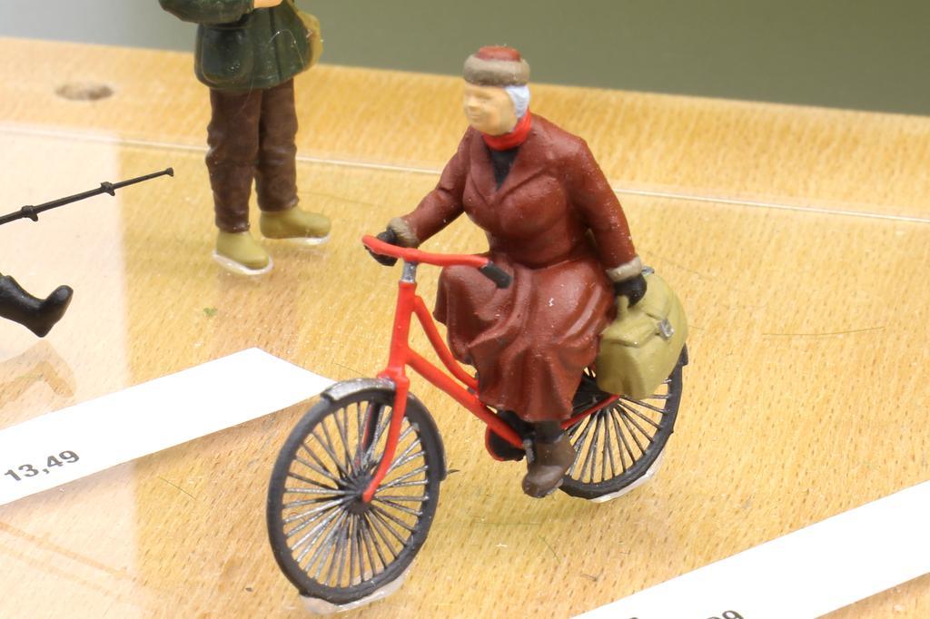 Noch Figuren Radfahrerin